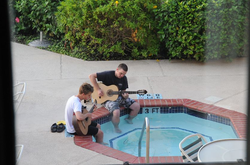 9239-Guitar Players in Hot Tub at Hotel